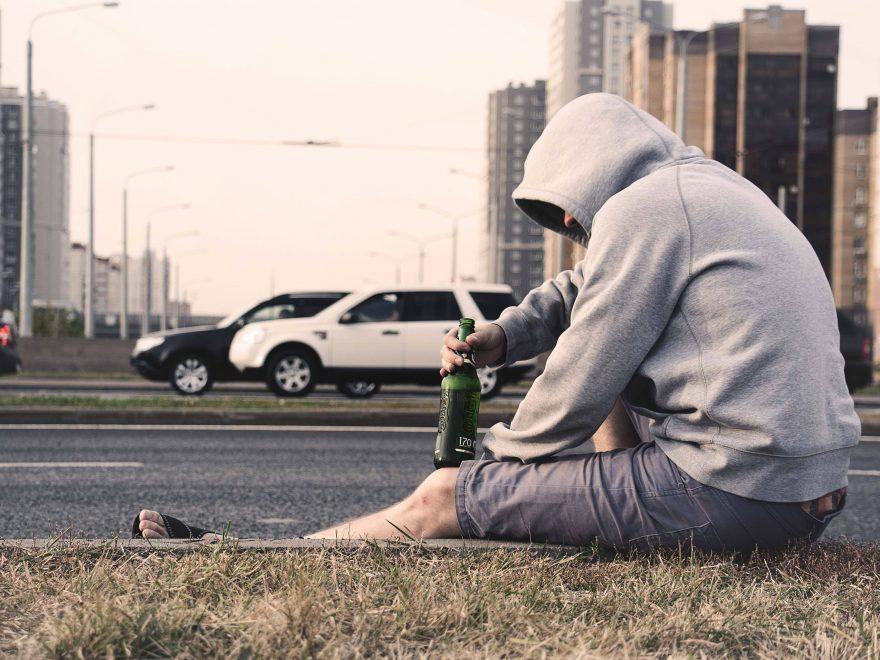 Kom tilbage til et liv uden afhængighed med en alkoholbehandling